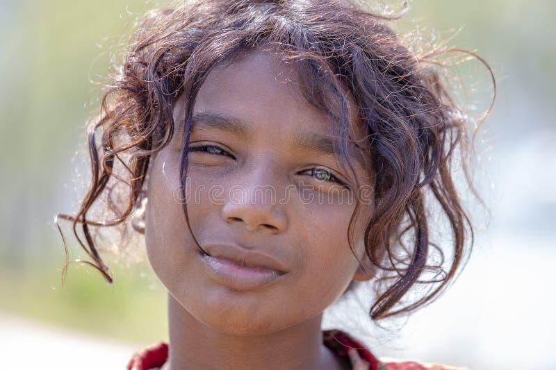 Дети непальца портрета на улице в гималайской деревне, Непале стоковое фото rf