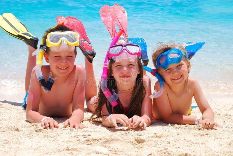 дети пляжа счастливые стоковая фотография rf