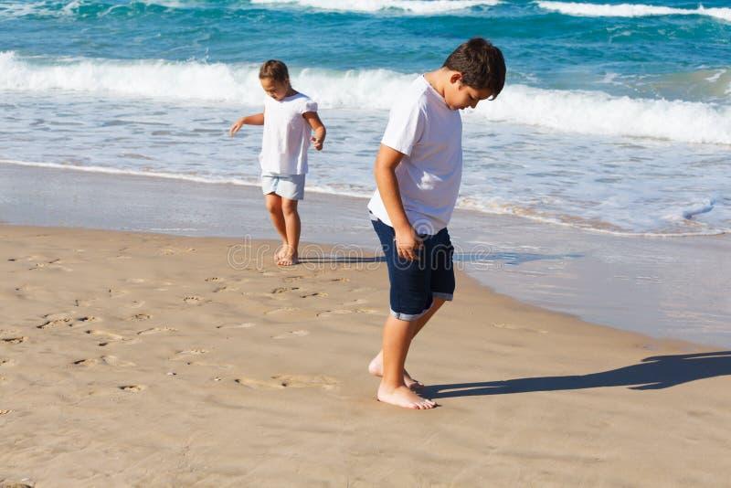 дети 2 пляжа стоковая фотография rf