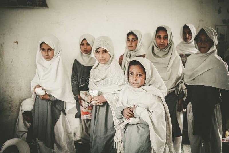 Дети приходя к школе в Skardu, Пакистане стоковая фотография rf
