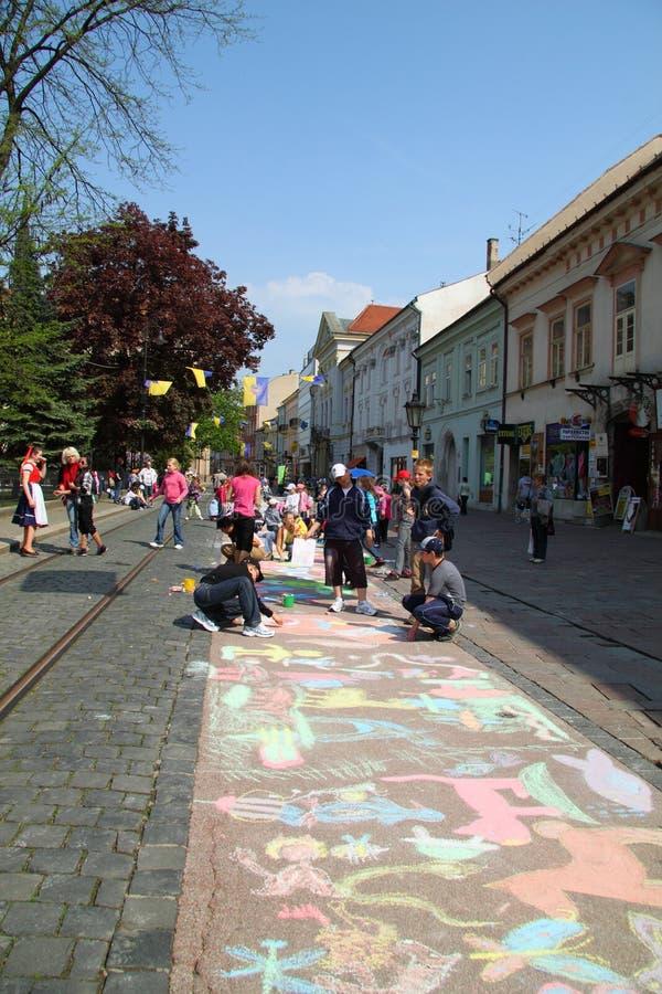 дети рисуют стоковая фотография