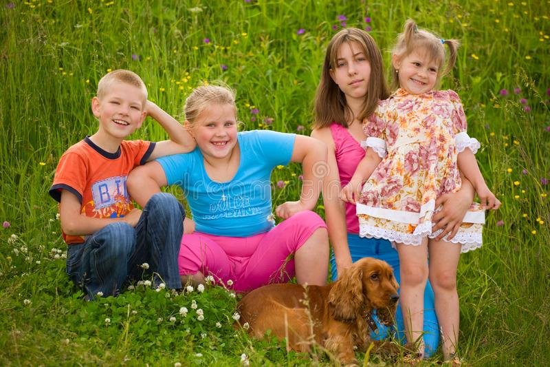 дети счастливые стоковая фотография