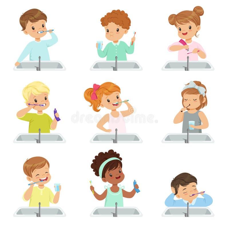 Дети чистя зубы щеткой устанавливают, милые мальчики и девушки заботя для их зубов в ванной комнате vector иллюстрация на белизне иллюстрация вектора