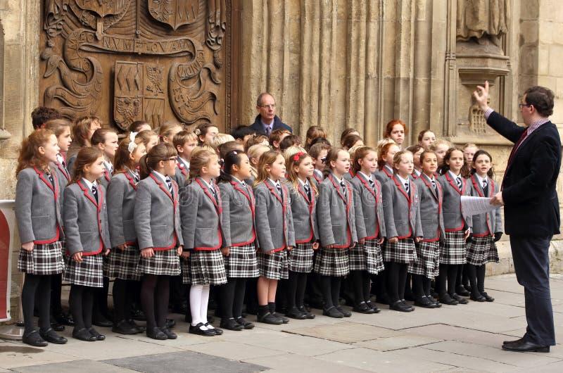 Дети choir рождественские гимны рождества петь перед аббатством ванны стоковое фото