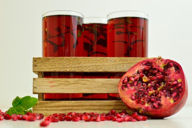 Детоксицирующ и уменьшающ питье для того чтобы выпить круглый год для того чтобы держать пригонку стоковая фотография rf