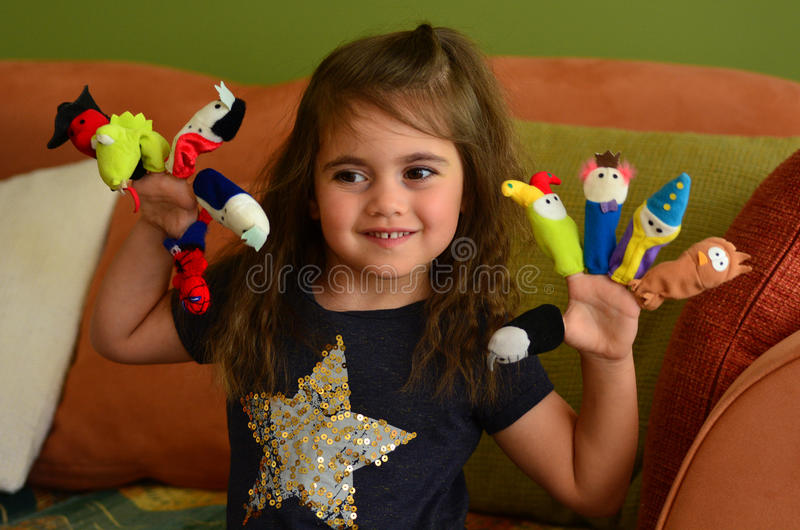 Детская игра с куклами пальца стоковое изображение rf