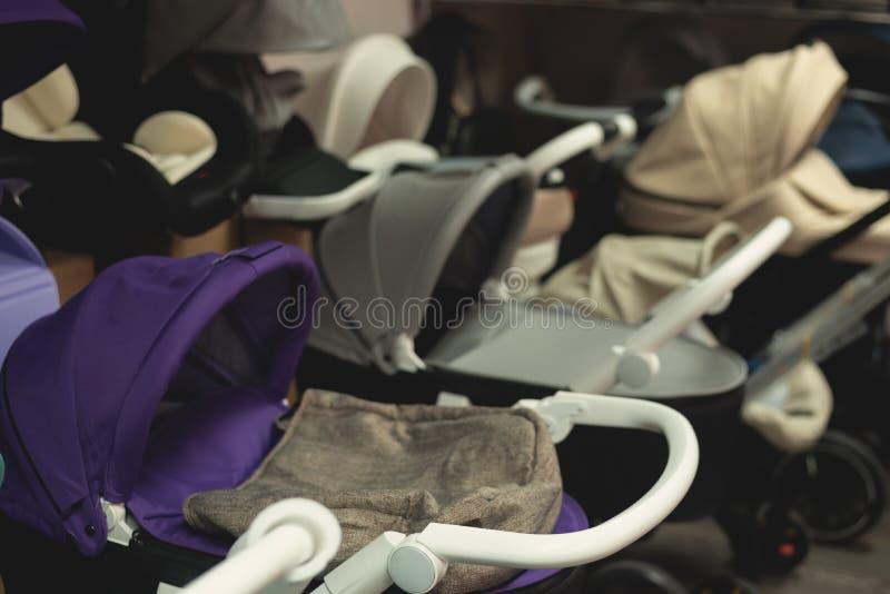 Детские дорожные коляски стоковое изображение