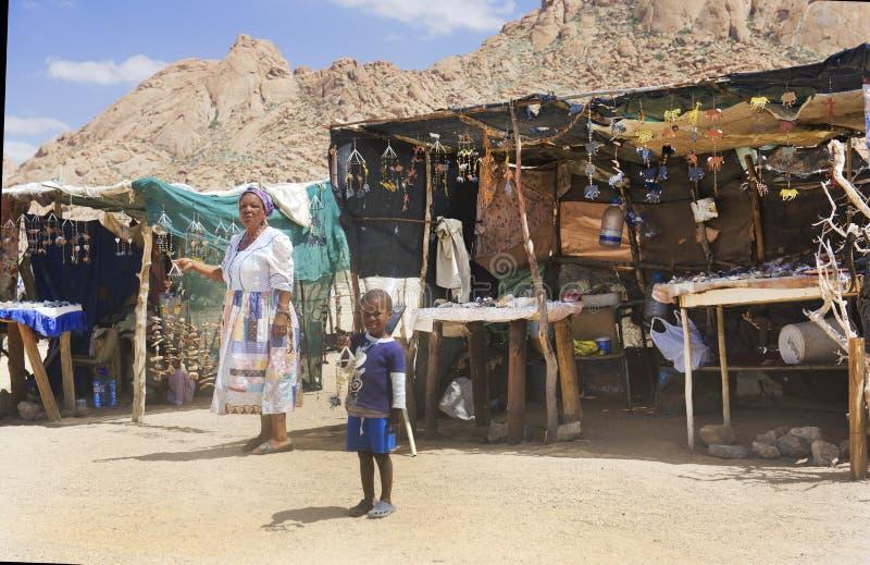 Детский труд - африканская бедность стоковые фото