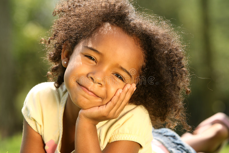 детство счастливое стоковая фотография rf