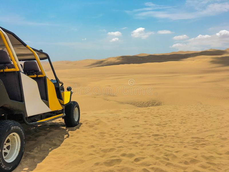 Дефектная езда в дюнах стоковое изображение