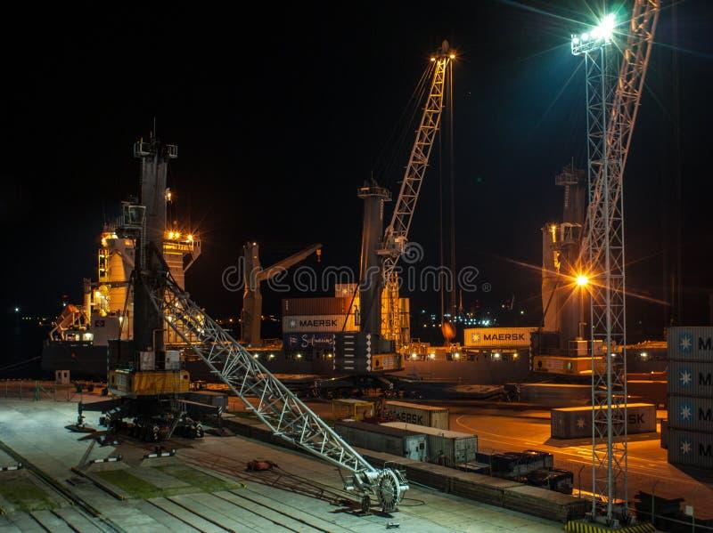 Деятельность груза Ноча в порте стоковая фотография rf