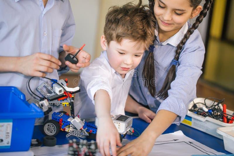 Деятельность для малых детей Сообщение и цифровая концепция стоковые фото
