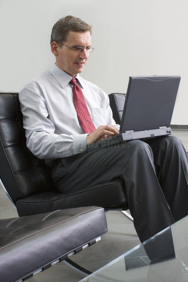 деятельность компьтер-книжки компьютера бизнесмена стоковое изображение