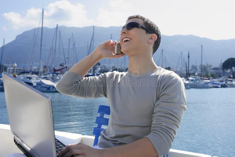 деятельность компьютера бизнесмена шлюпки стоковое фото rf