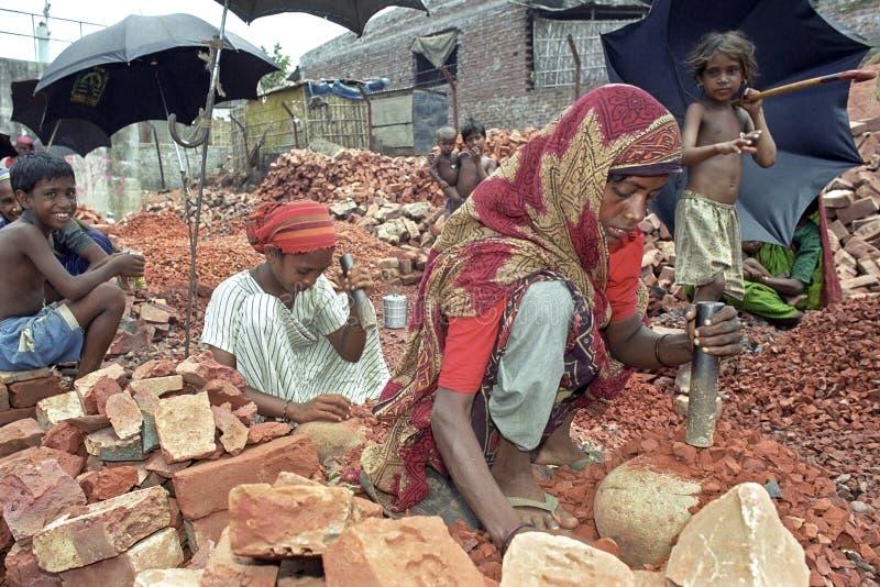 Деятельность матери и дочери как каменные выключатели стоковая фотография rf