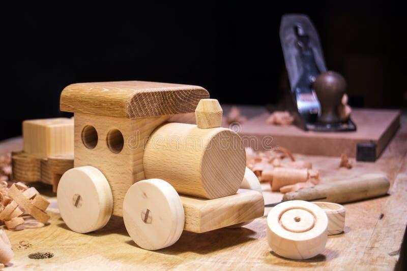 Делать деревянную игрушку стоковое изображение