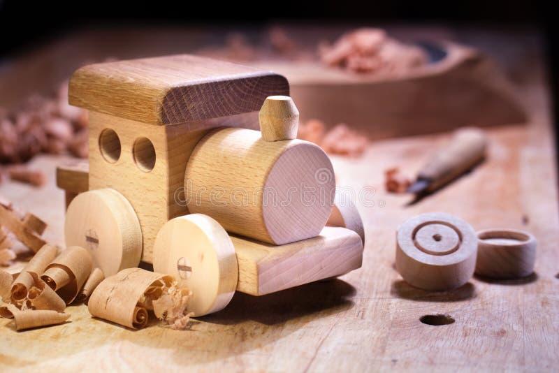 Делать деревянную игрушку стоковое фото