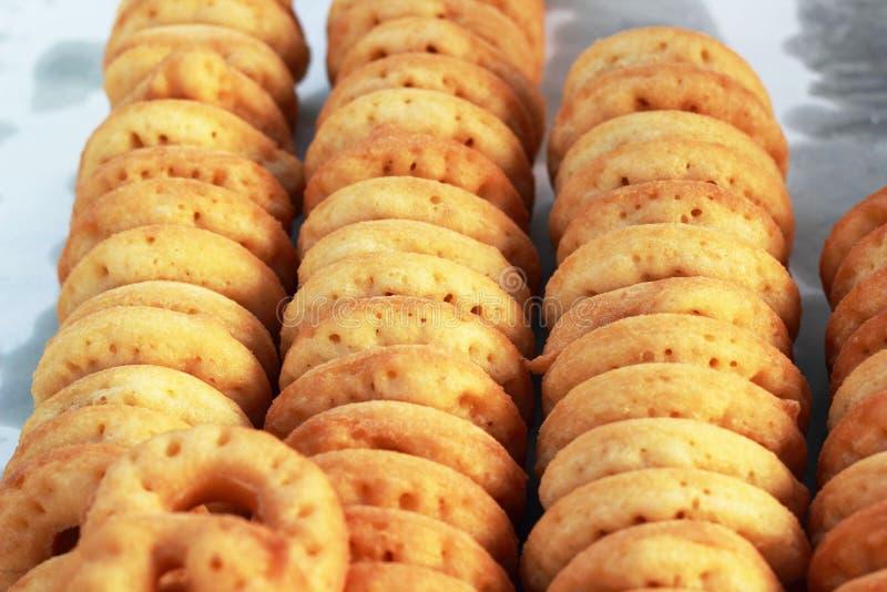Download Делающ донут помещенный в ряд. Стоковое Фото - изображение насчитывающей bakersfield, вкусно: 37925532