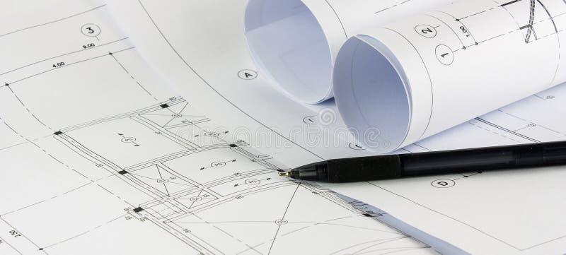 Делая эскиз к чертеж современного здания стоковые фотографии rf