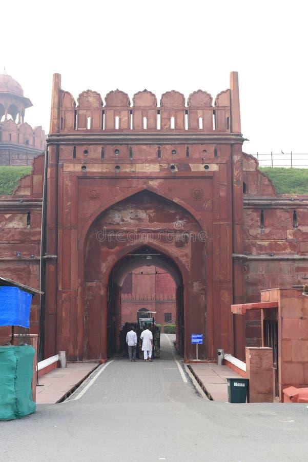 Дели, Индия: 18-ое октября 2015: Часть величественного красного форта или Lal Qila в Дели, Индии Это место всемирного наследия стоковое изображение rf