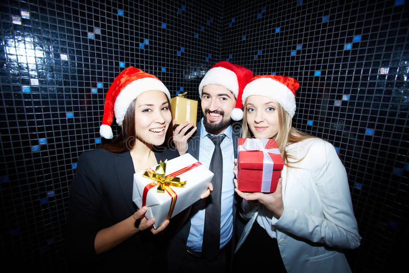 Деловые партнеры с подарками стоковое фото