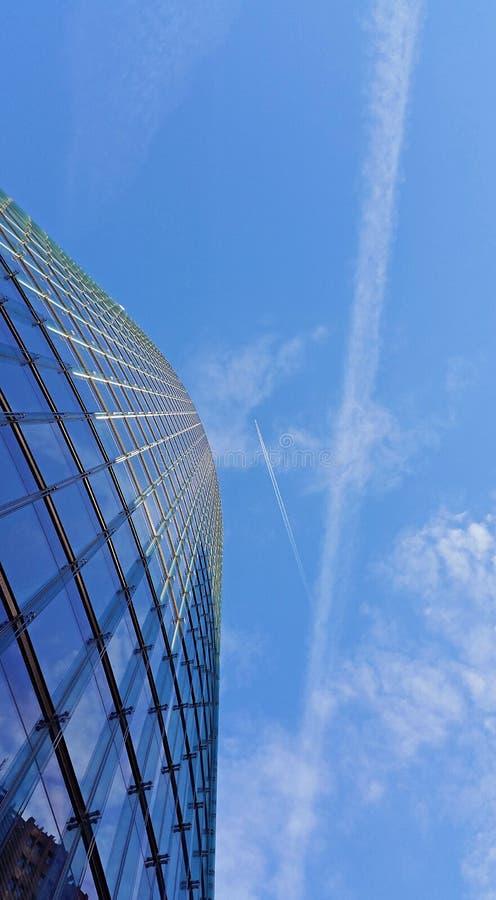 Деловый центр и небо стоковые фото