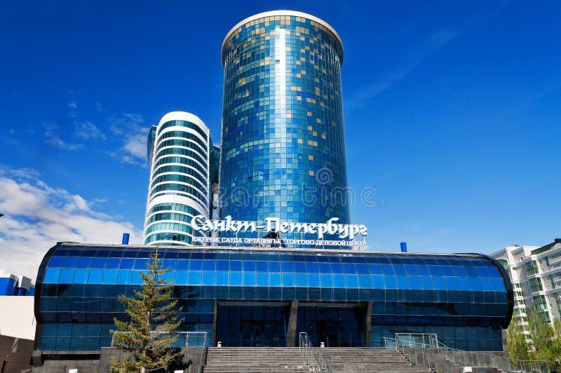 Деловый центр Санкт-Петербург коммерции в Астане стоковые изображения rf