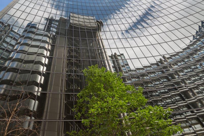 Дело и финансовый район Лондона в Великобритании стоковые фотографии rf