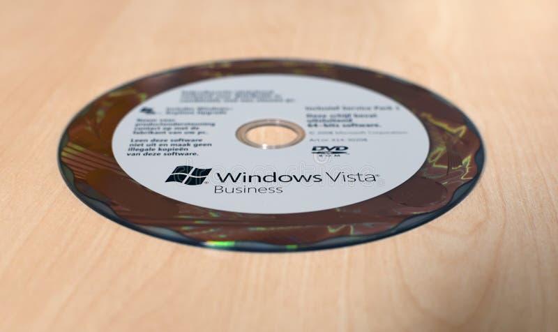 Дело DVD Windows Vista на таблице стоковые фотографии rf