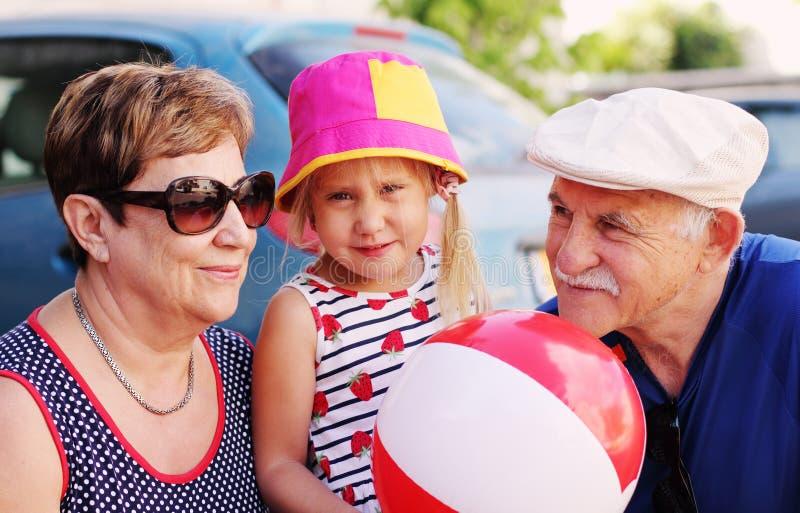Деды с внучат стоковое фото rf