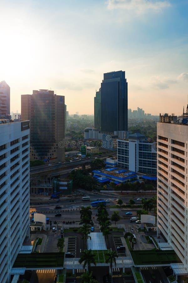 Джакарта, 28-ое февраля 2019: Взгляд города Джакарты от здания всемирного торгового центра WTC стоковое изображение rf