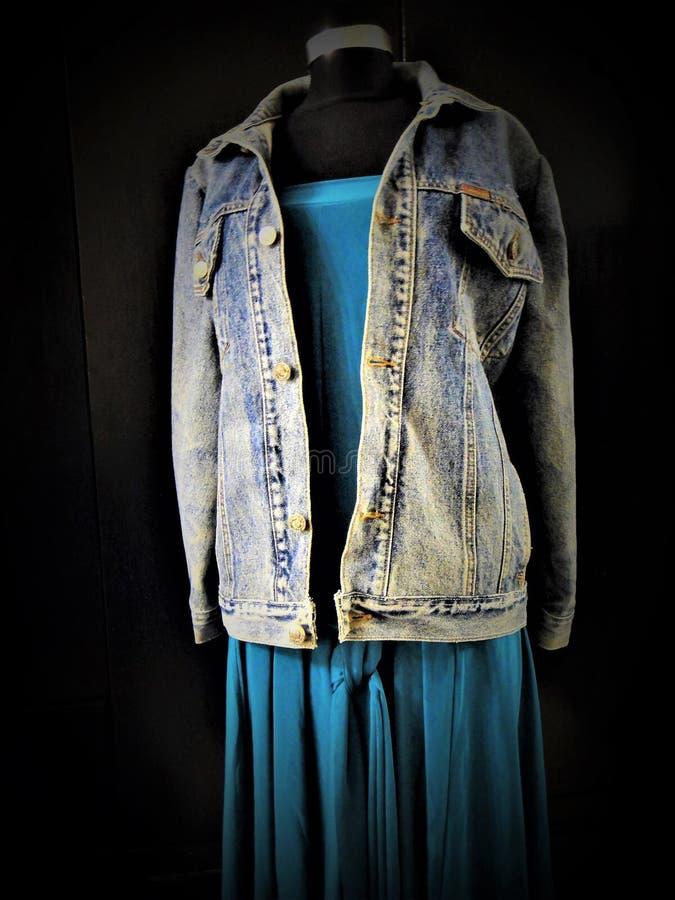 Джинсовая ткань 90 снова в моде, тенденциях стоковая фотография rf