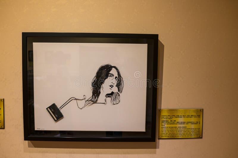 """Джон Леннон сделал из ленты магнитофонной кассеты Erika Simmons показало в Ripley """"верит ему или не! """"Музей стоковые изображения"""