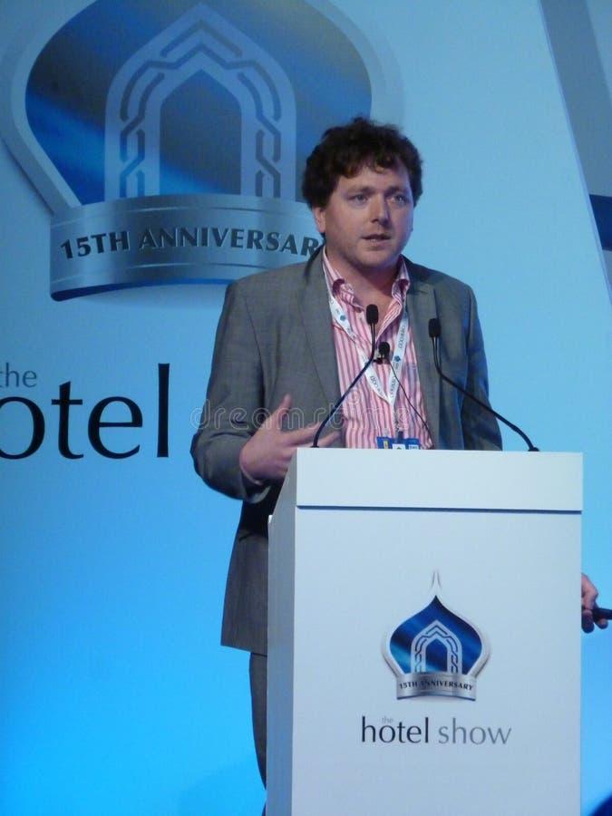 Джон Farrel на выставке гостиницы в Дубай стоковое изображение