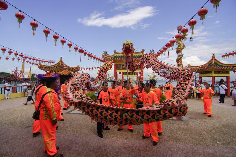 ДЖОРДЖТАУН, †PENANG/MALAYSIA «ОКОЛО февраль 2016: Танец дракона стоковые изображения rf