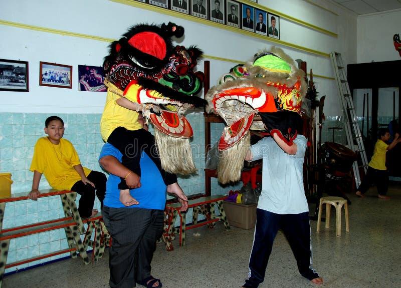 Джорджтаун, Малайзия: Школа танцев льва стоковое фото