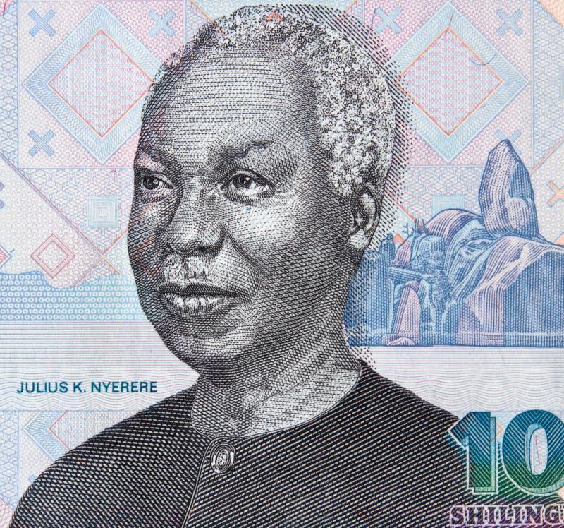 Джулиус Ньерере смотрит на портрет на крупном плане 1000 шиллинга Танзании m стоковое изображение rf