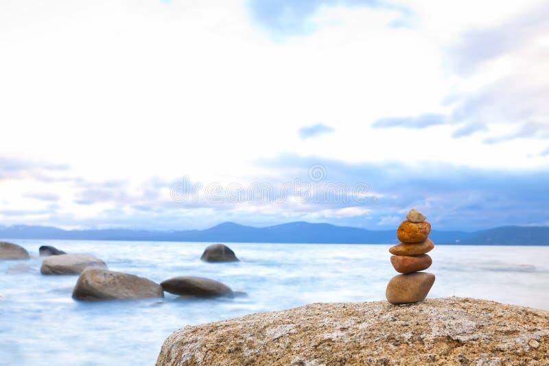 Дзэн камня стога берега стоковая фотография rf
