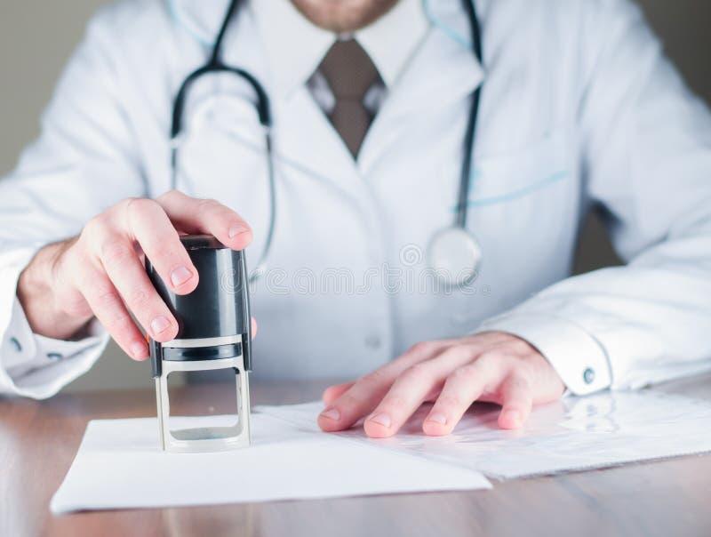 Диагноз ` s доктора, штемпель стоковые изображения rf