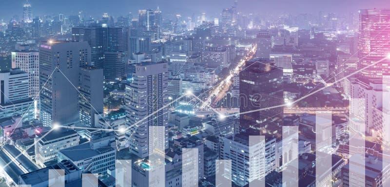 Диаграмма дела incresing с предпосылкой небоскреба города стоковое изображение