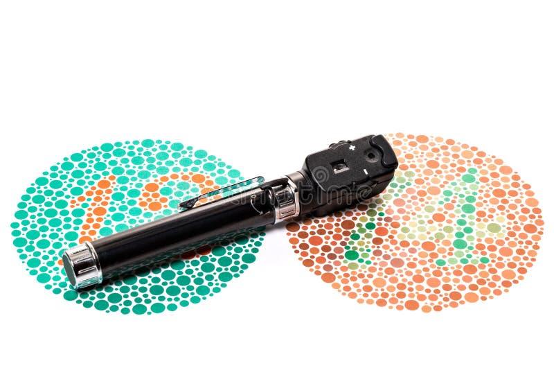 Диаграмма испытания цветового зрения, и офтальмоскоп стоковые фото