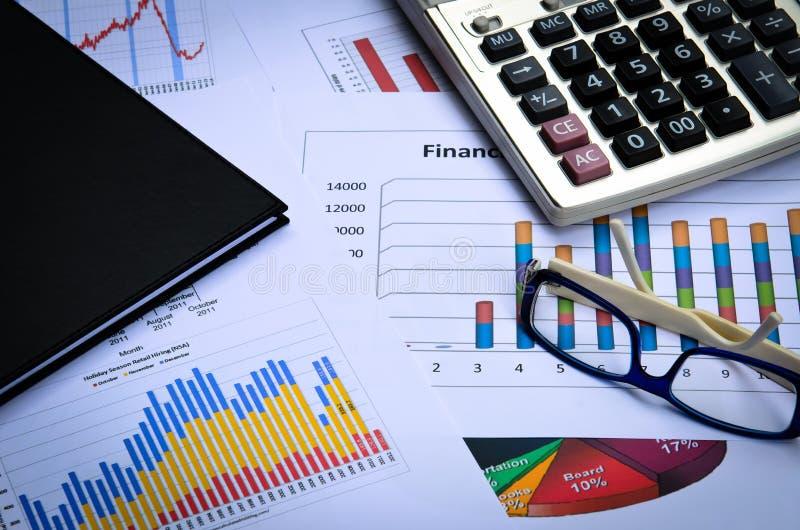 Download Диаграммы и диаграммы дела с примечанием стекла и книги глаза Стоковое Изображение - изображение насчитывающей рост, банка: 41657345