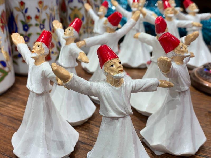Диаграммы фарфора турецких фольклорных танцоров, традиционного стоковое фото