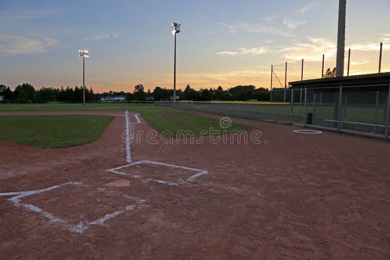 Диамант бейсбола на заходе солнца стоковые фотографии rf
