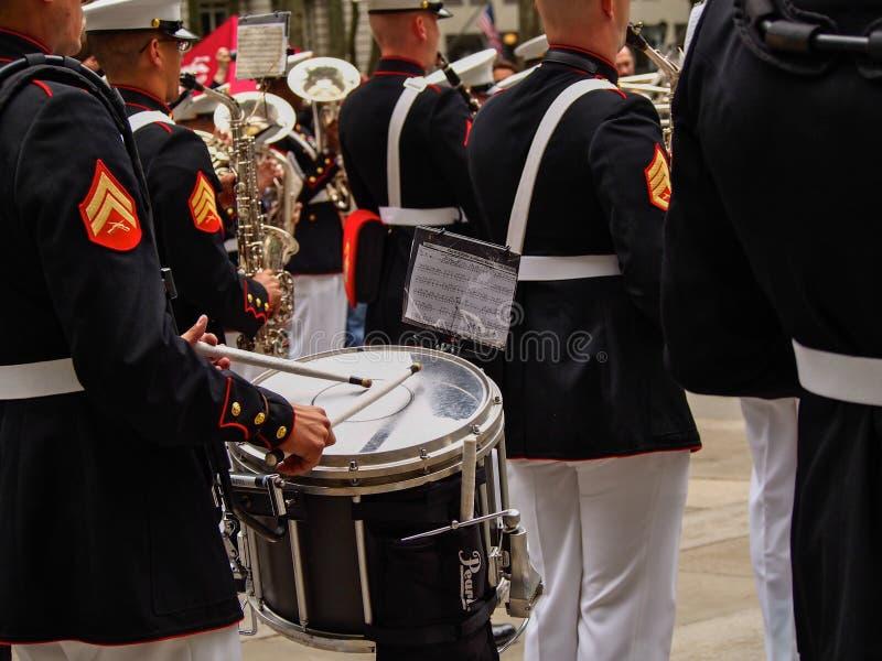 Диапазон морской пехоты Нью-Йорка - Соединенных Штатов, США во время демонстрации для публики на парке Bryant для морского пехоти стоковая фотография rf