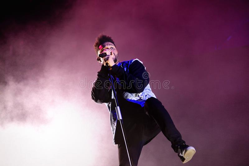 Диапазон ритма Weeknd и музыки син выполняет в концерте на фестивале FIB стоковое изображение rf