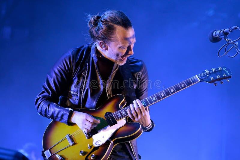 Диапазон Radiohead выполняет в концерте на звуке 2016 Primavera стоковые изображения
