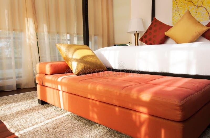 Диван-кровать в спальне стоковая фотография rf