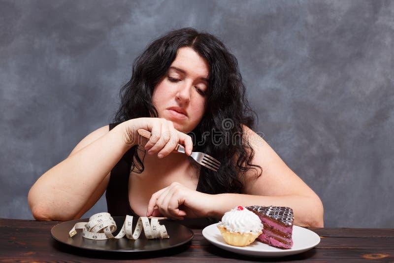 Диета, здоровая еда, потеря веса и тонкая концепция тела Overwei стоковые изображения