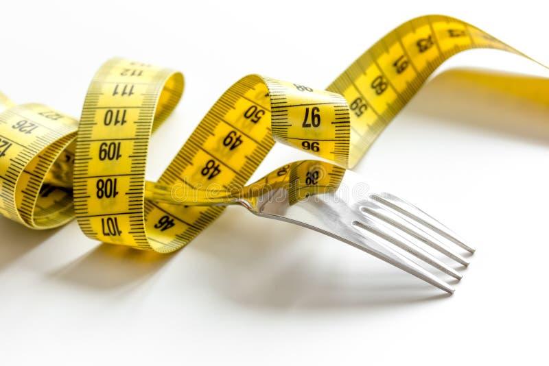 Диета концепции и потеря веса на белой предпосылке стоковое изображение